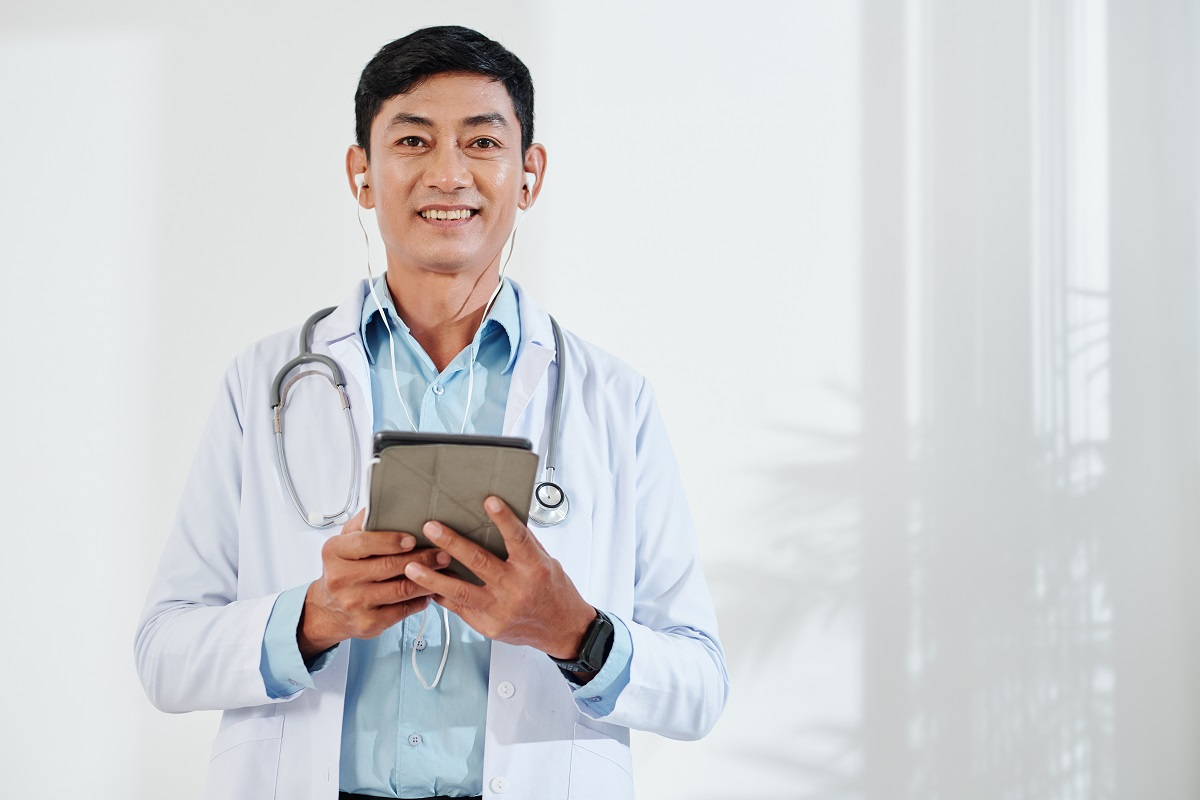 doctor-making-video-call